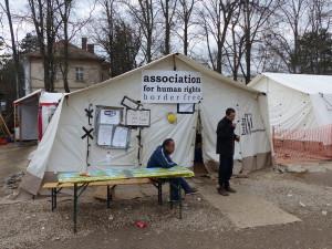 Im Camp in Presovo sind viele NGOs aktiv.