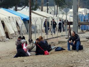 Auf der griechischen Seite, keine 20m von uns entfernt warteten die Menschen darauf passieren zu dürfen.
