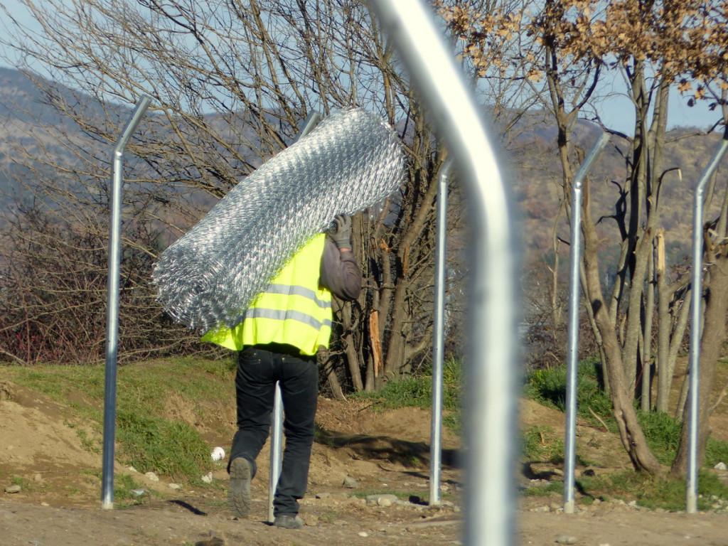Auch auf griechischer Seite wird der Grenzzaun verstärkt.